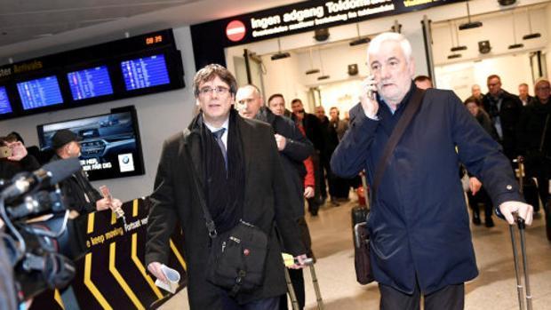 El expresidente cesado acompañado de Matamala en su viaje a Dinamarca