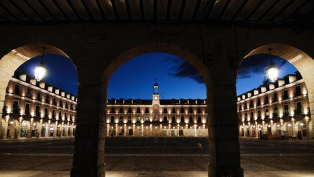 El senador de Compromís Carles Mulet dice que los ayuntamiento denunciados han tenido «tiempo suficiiente» para cumplir la ley. En la imagen, el de Ocaña