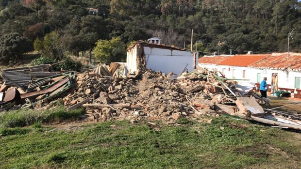 Uno de los edificios derrumbados en «Las Tiñosas» tras los derribos