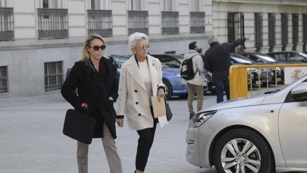 La viuda y la hija menor de Publio Cordón, en noviembre del pasado año