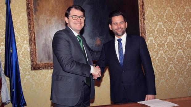 Mañueco y González Bueno (Cs) tras pactar las Cuentas de Salamanca