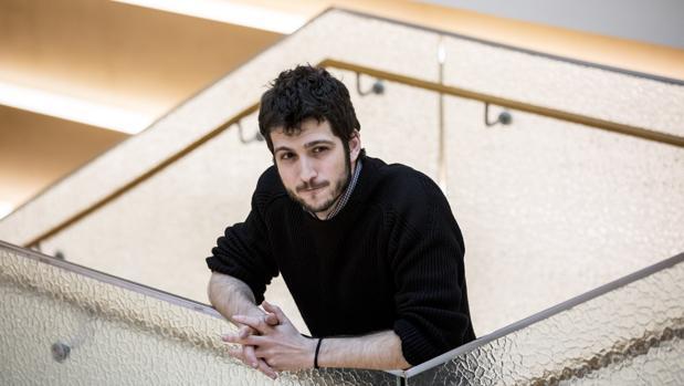 Antonio Estañ, en el edificio de los grupos parlamentarios de las Cortes Valencianas