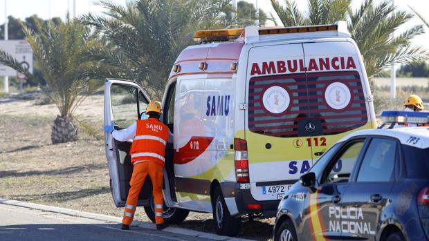 Imagen de archivo del una ambulancia SAMU en Alicante