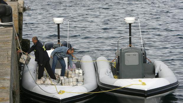 Agentes de Vigilancia Aduanera durante la operación Piraña, año 2007