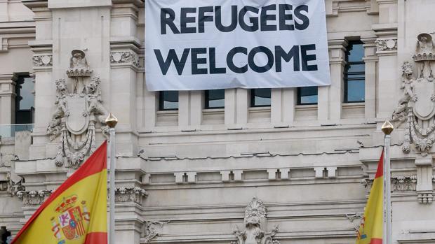 Pancarta en la fachada del Ayuntamiento de Madrid