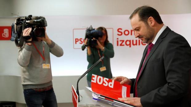 El secretario de Organización del PSOE, José Luis Ábalos, este lunes en Ferraz