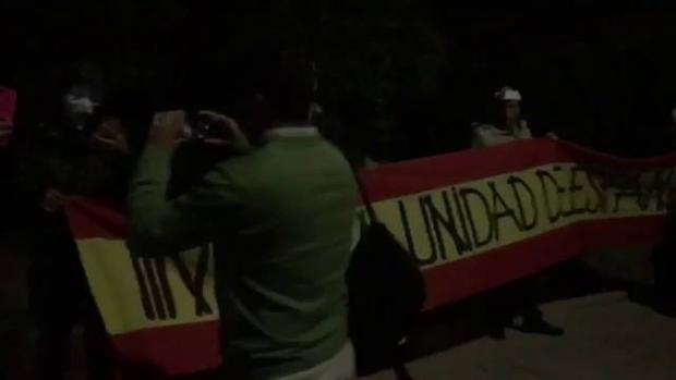 Imagen del escrache frente al domicilio de Mónica Oltra difundido en las redes sociales