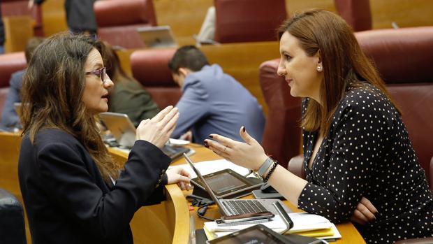 Mónica Oltra y María José Catalá, en las Cortes Valencianas