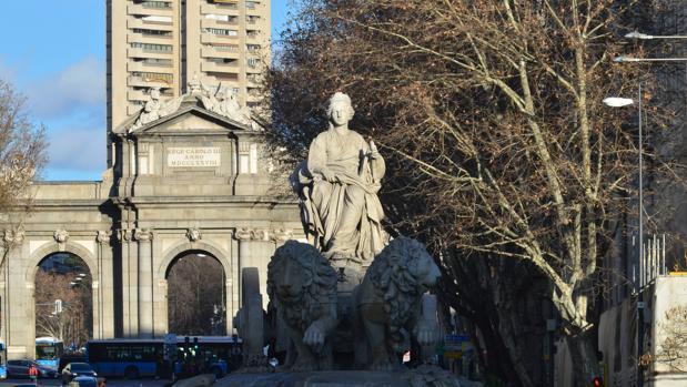 La glorieta de Cibeles, con la Puerta de Alcalá al fondo