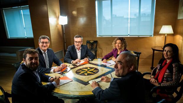 Reunión entre los equipos de PSOE y Ciudadanos esta tarde en el Congreso