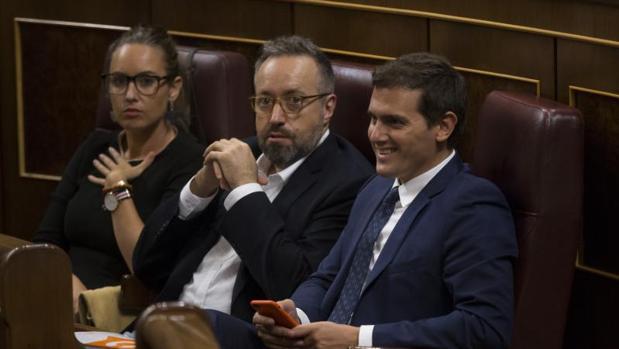 Rivera, Girauta y Rodríguez, en los escaños de Cs