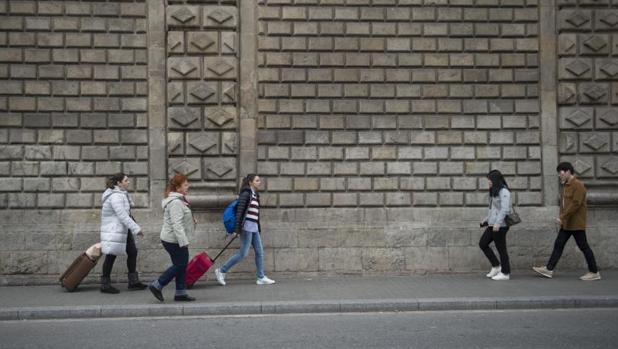 Turistas, paseando recientemente por Barcelona