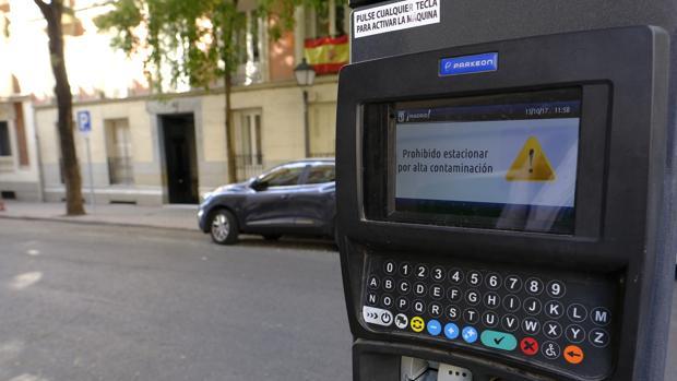Un parquímetro situado en una calle madrileña