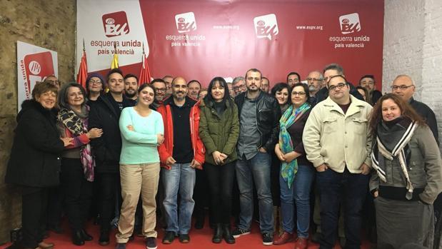 Imagen de la candidatura de Rosa Albert junto al coordinador saliente, David Rodriguez