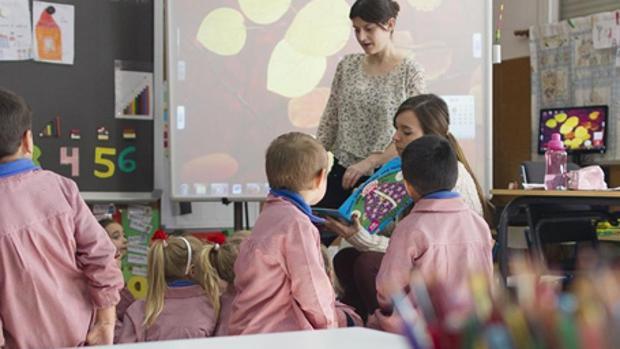 Niños en clase en una imagen de archivo