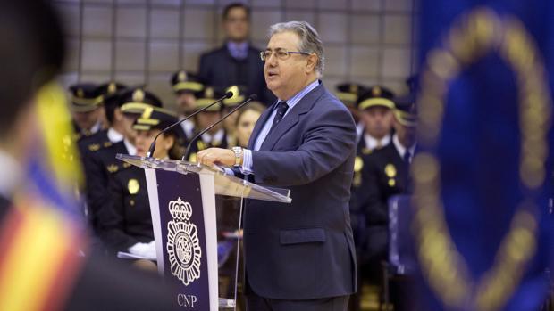 El ministro, ayer en la Academia de Policía Nacional de Ávila
