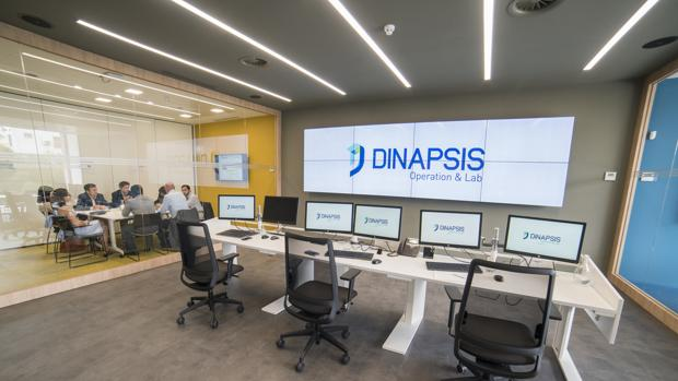 Directivos y técnicos de Dinapsis reunidos en sus instalaciones de Benidorm