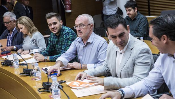 Diputados de los diferentes grupos parlamentarios en las Cortes