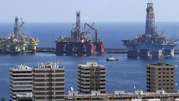 Plataformas petrolíferas en la bahía de Las Palmas de Gran Canaria