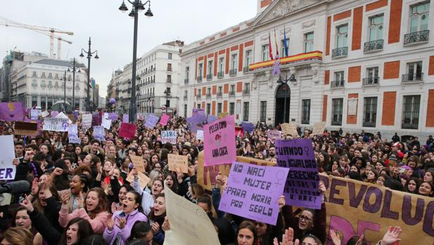 Miles de mujeres han salido a las calles esta mañana en Madrid