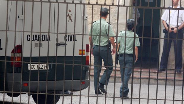 Imagen de archivo de dos agentes de la Guardia Civil