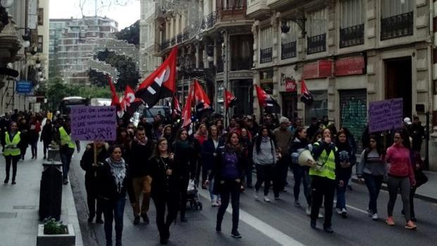 Mujeres en la huelga feminista del 8 de marzo en la calle la Paz de Valencia