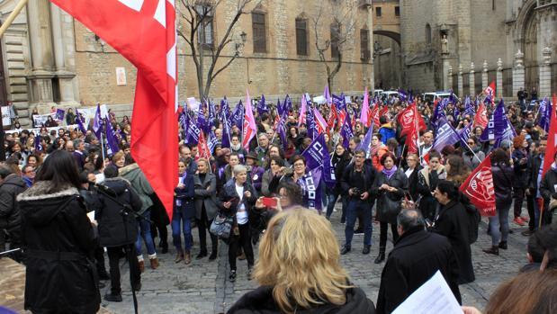 Manifestacion en la plaza del Ayutnamiento, en Toledo