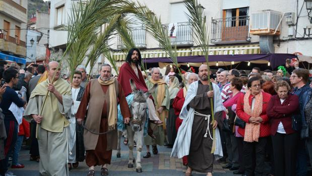 Representación de la entrada de Jesús a Jerusalén por las calles de El Real de San Vicente