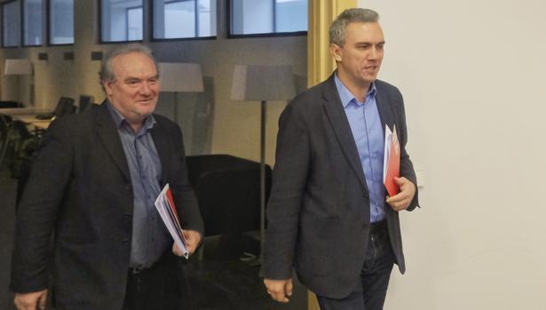 Los procuradores socialistas José Francisco Martín y Javier Izquierdo en las Cortes de Castilla y León