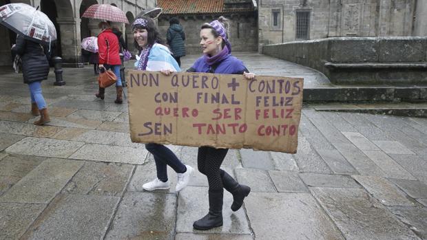 Participantes en las movilizaciones feministas del 8-M en Santiago