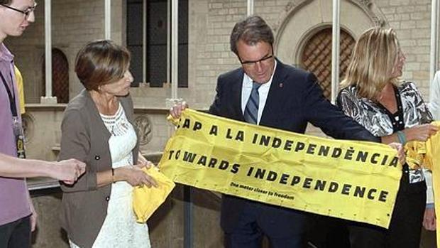 La expresidenta de la ANC Carme Forcadell con el expresidente Artur Mas