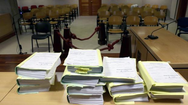 Tomos de una causa en un juzgado gallego