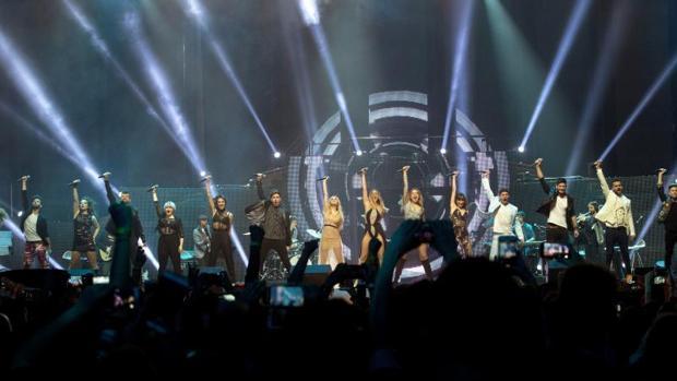 Los 16 participantes de la última edición de Operación Triunfo, el pasado sábado 3 de marzo en su primer concierto de la gira en Barcelona