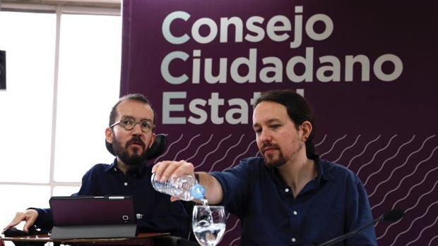 Pablo Echenqiue y Pablo Iglesias este sábado en el Consejo Ciudadano Estatal de Podemos