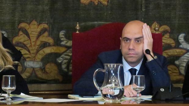 Gabriel Echávarri, durante un pleno en el Ayuntamiento de Alicante