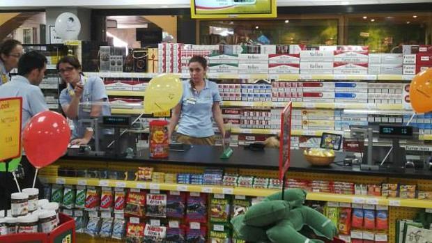 Tabaco en un supermercado ubicado en zona turística de Canarias