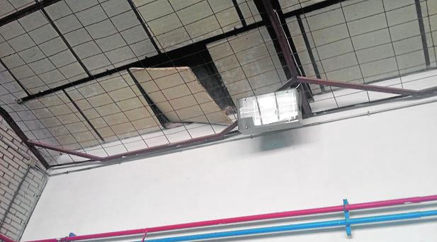 Falso techo del colegio Santa Margarita de Alacoque, en Getafede