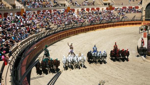 Espectáculo de cuádrigas de caballos en Puy du Fou Francia