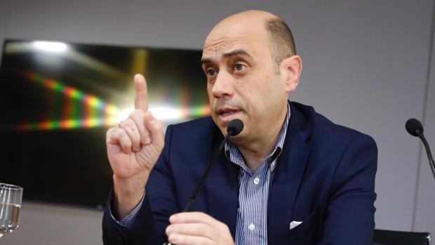 Gabriel Echávarri, durante la comparecencia de este lunes