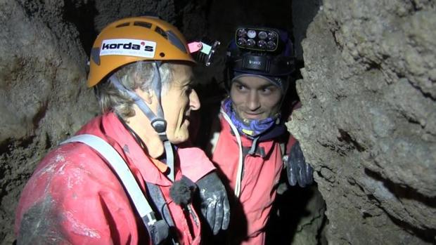 Jesús Calleja con un compañero en una exploración en Cantabria, hace unos meses
