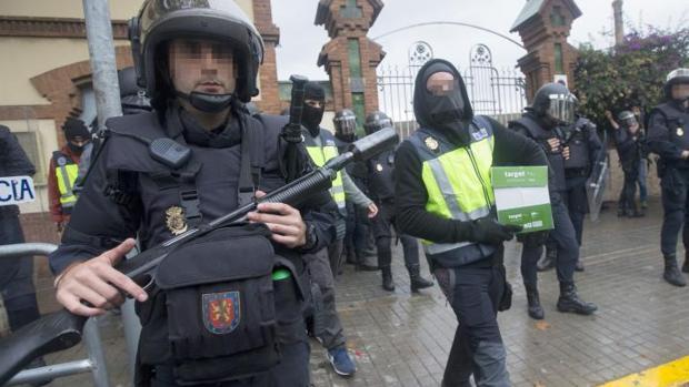 La Policía Nacional y la Guardia Civil requisaron urrnas y protagonizaron cargas contra los votantes