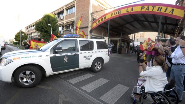 Un vehículo sale de la comandancia de Toledo camino de Cataluña para el 1-0