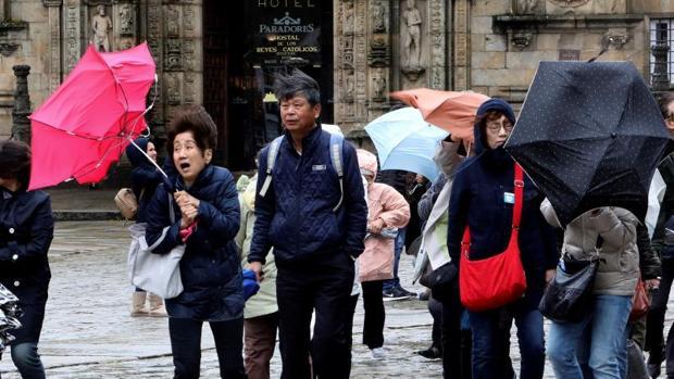 Turistas afectados por el viento de la anterior borrasca, Félix