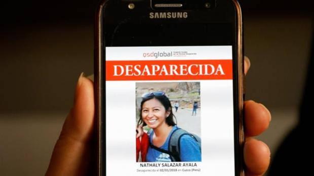 Imagen de un teléfono móvil con la fotografía de Nathaly Salazar