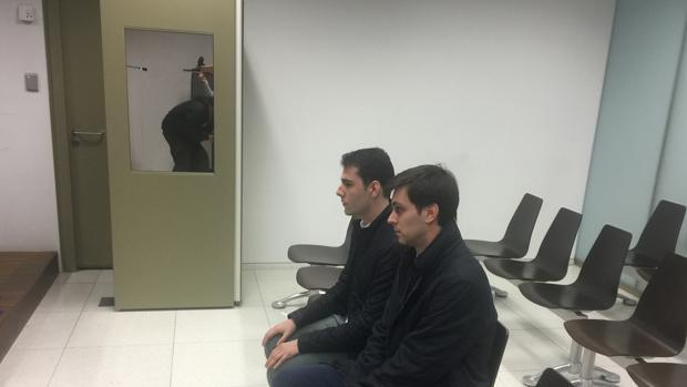 Los dos acusados se sentaron ayer en el banquillo de la Ciudad de la Justicia de Barcelona
