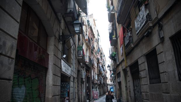 El centro de Barcelona tiene fincas degradadas en las que se instalan los narcopisos