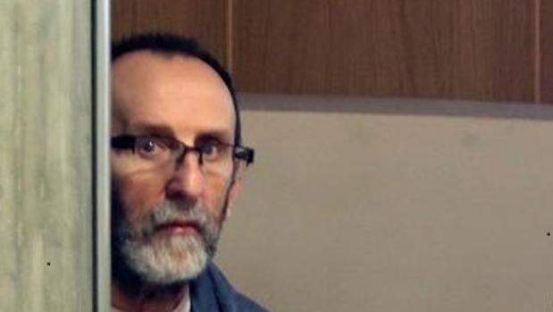 El acusado de arrojar a su esposa por la ventana, durante el juicio