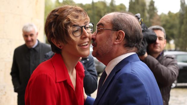 Javier Lambán (PSOE) y Violeta Barba (Podemos), este martes en las Cortes de Aragón