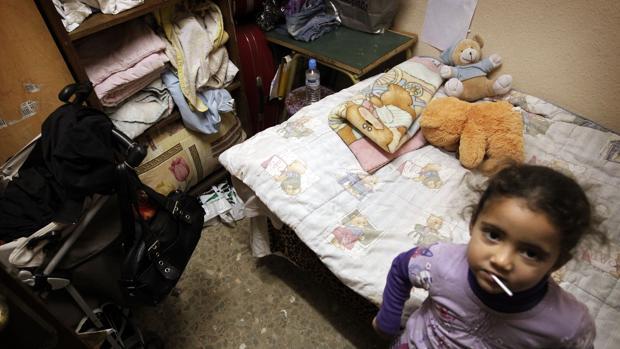 Imagen de una familia pobre en Valencia