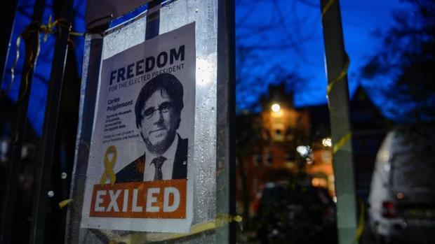 Un cartel que pedía la libertad de Puigdemont en Alemania